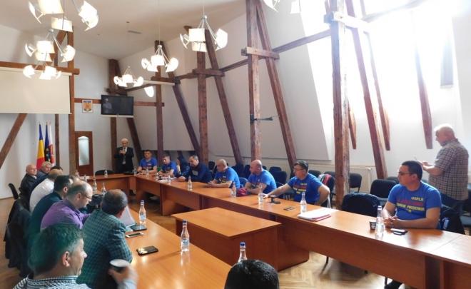 Discuții cu un alt membru al Comisiei de Administrație Publică din Camera Deputaților